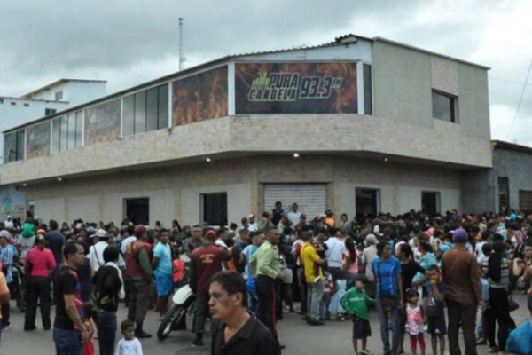 Censura bajo el régimen de Maduro (IV): 200 militares cierran una emisora de radio